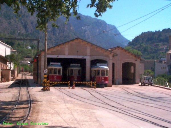 Straßenbahndepot in Soller, links das Gleis der FSM nach Palma