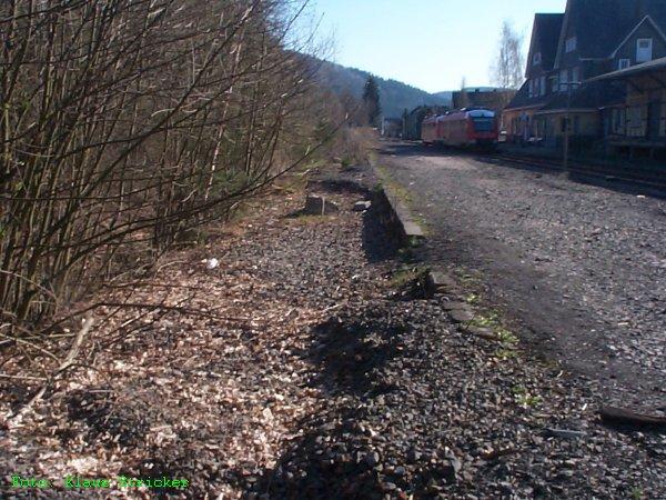 Reste des Schüttbahnsteigs des dritten Gleises in Berleburg