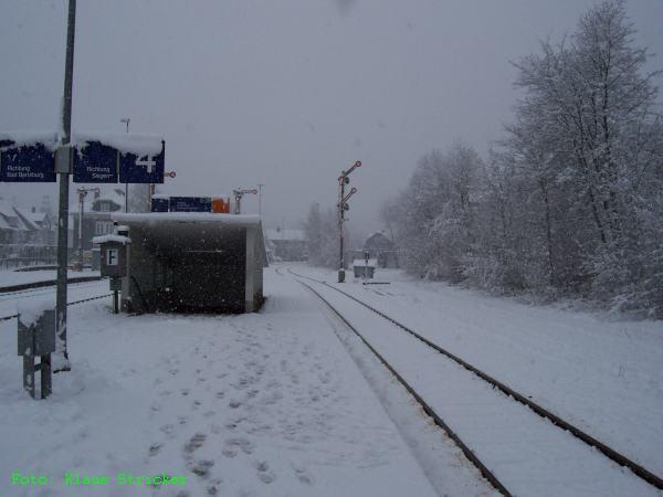 Noch steht das Signal in Richtung Hilchenbach auf Ausfahrt.
