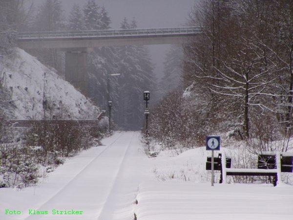 Blick vom ehemaligen Hausbahnsteig an Gleis 1 Richtung Vormwald und Hilchenbach