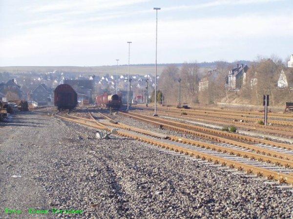 Blick vom nördlichen Bahnhofsende Richtung Siegen bzw. Süden