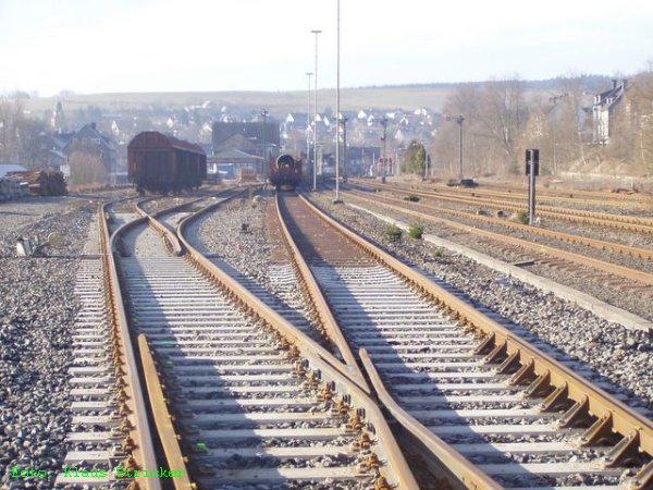 Blick nach Süden über die Gütergleise (links)