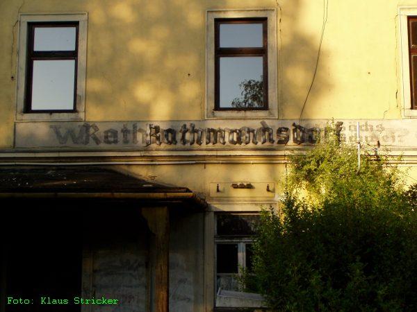Unter dem auch schon nicht mehr aktuellen Bahnhofsnamen sieht man noch mehrere Vorgängerversionen.