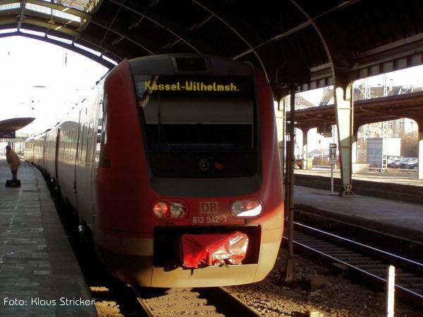 612 542 und sein unbekannter Begleiter sind schon wieder bereit für die Fahrt durchs Sauerland Richtung Kassel.