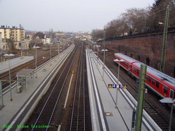 Der östliche Bahnhofsteil vom Fußgängersteg gesehen.