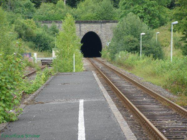 Blick auf das südliche Tunnelportal des Erbscheid-Tunnels