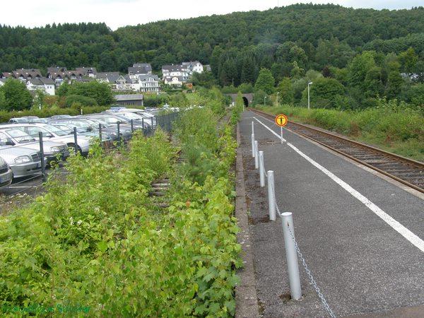 Blick Richtung Attendorn, links liegen die Reste des Kreuzungsgleises