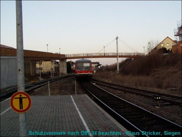 Der Triebwagen wird in etwa 20 Minuten Neustadt (Weinstraße) erreichen.