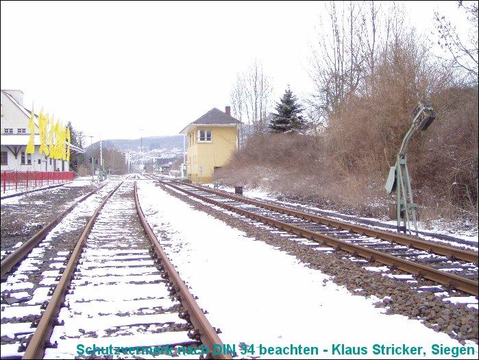Blick Richtung Bahnhof Biedenkopf, rechts das Streckengleis nach Cölbe