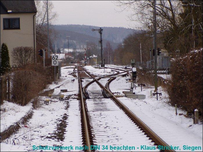 Blick in den Bahnhof aus Richtung Wallau