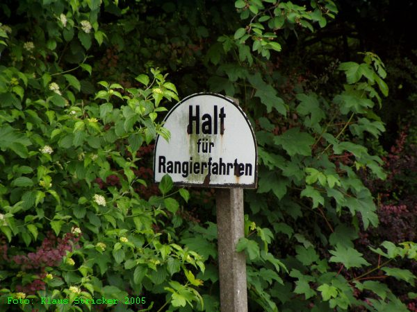 Dieses Schild in Richtung Hallenberg ist auch schon länger überflüssig.