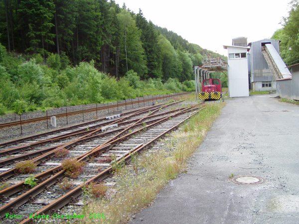Der Blick Richtung Olsberg, die Verbindung zur Durchgangstrecke liegt im Hintergrund links.