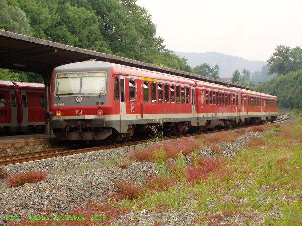 628 526 & 628 531 fahren als Pärchen nach Warburg, auf dem Gegengleis ist gerade der RE nach Hagen eingetroffen.