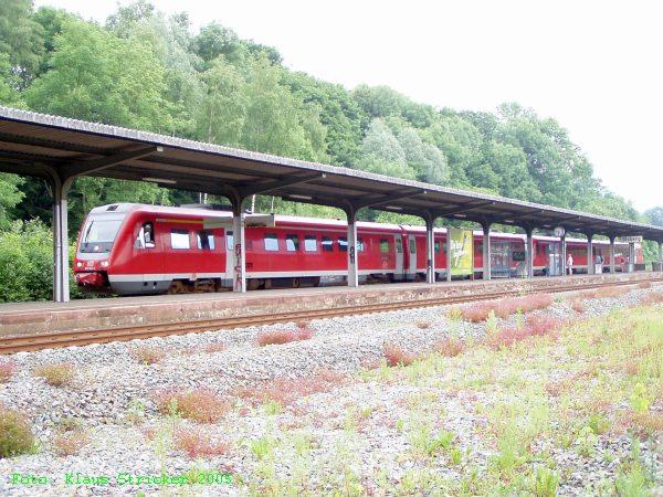 Der RE nach Hagen (gefahren mit zwei 612) ist bereit für die Weiterfahrt.