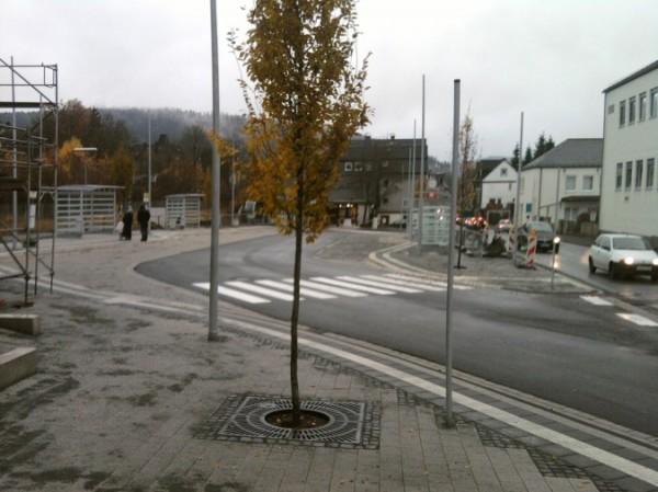 Neuer Busbahnhof bei Regen
