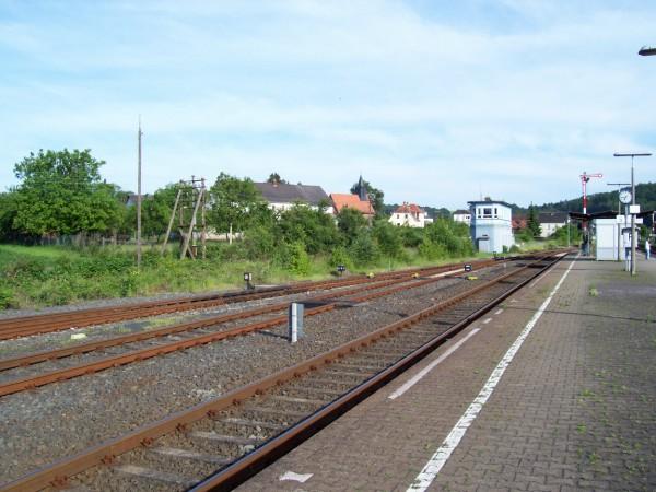 Blick vom Mittelbahnsteig Richtung Stellwerk Sf
