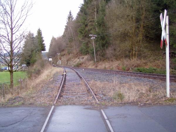 Blick vom Anschlussgleis in Richtung Streckengleis / Bad Berleburg