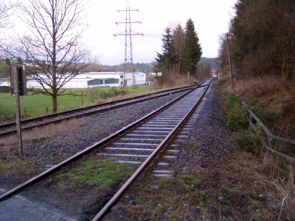 Blick vom Bahnübergang Richtung Anschlussweiche / Bad Berleburg