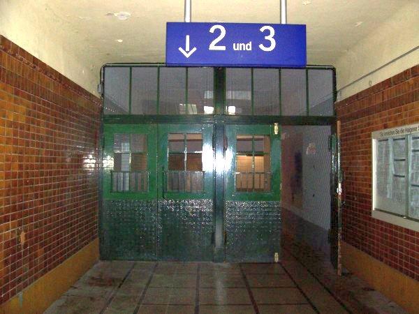 Der Zugang zu Gleis 2 & 3