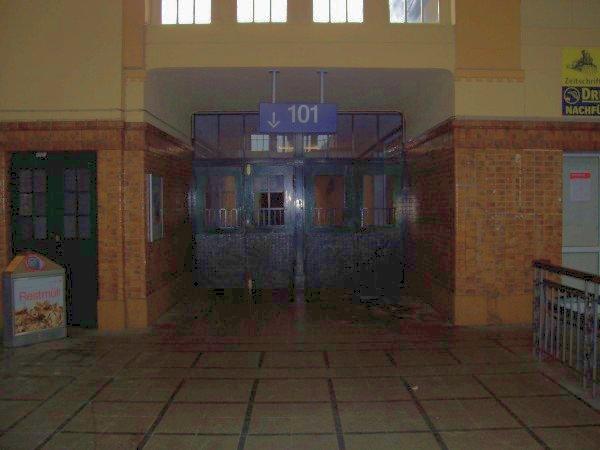 Der Zugang zu Gleis 101, Richtung Betzdorf