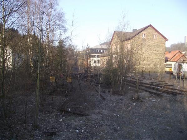 Bahnhofsgebäude von der Gleisseite aus gesehen