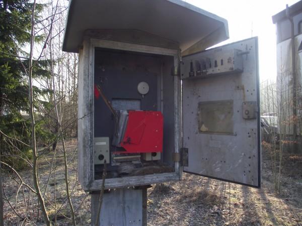 Im Fernsprechkasten sind noch verschiedene Schlüssel für z.B. Weichen gesichert abgelegt (rechts oben in der Tür)