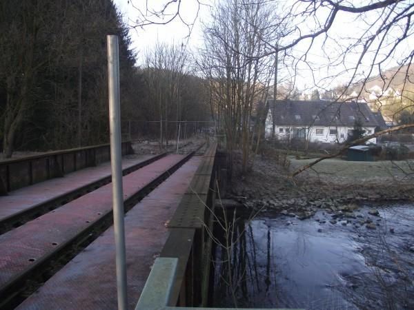 Strecke in Richtung Dieringhausen - Brücke über die Agger