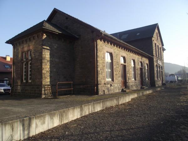 Empfangsgebäude von der Gleisseite aus gesehen