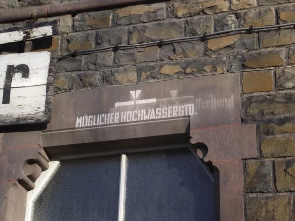 Detail neben dem Stationsschild