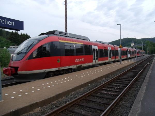 RB 11524 wartet planmäßig 20 Minuten in Engelskirchen