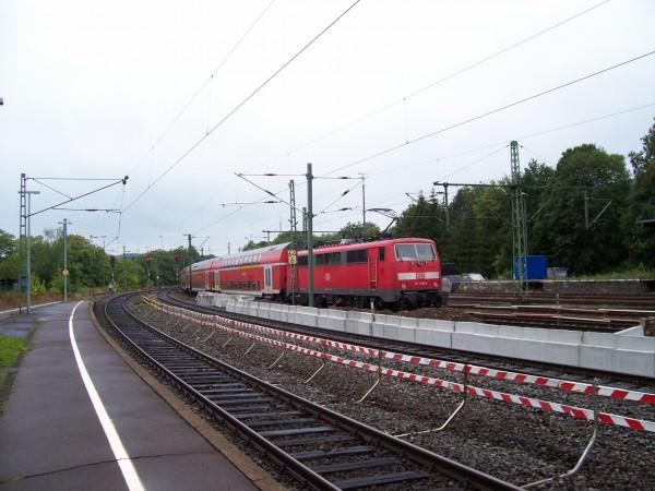 Der RE 9 verläßt Au (Sieg) in Richtung Köln / Aachen