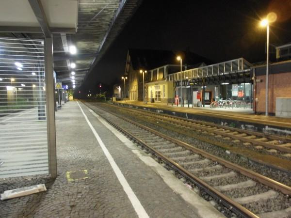 Overath: Blick vom Mittelbahnsteig Richtung Köln