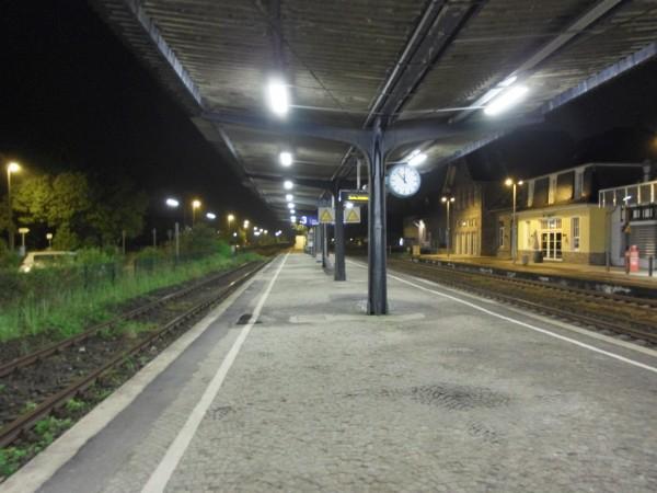 Overath: Blick vom Mittelbahnsteig Richtung Köln, Gleis 3