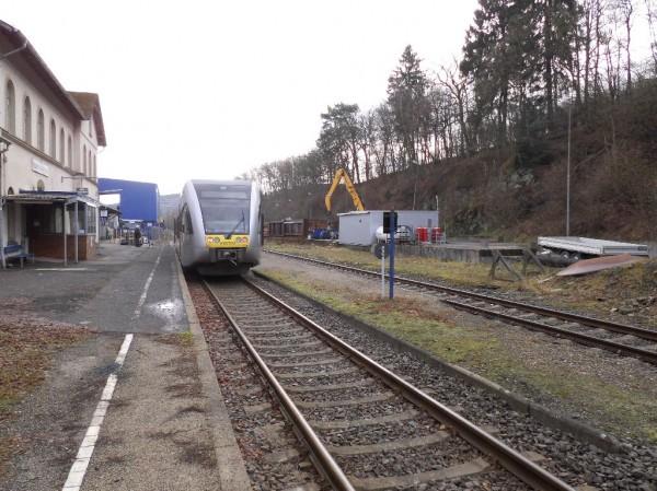 Gerade aus Betzdorf angekommen: die Hellertalbahn